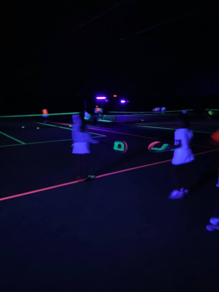 Glow in the dark tennis blacklight
