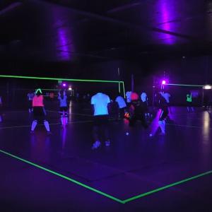 blacklight volleybal